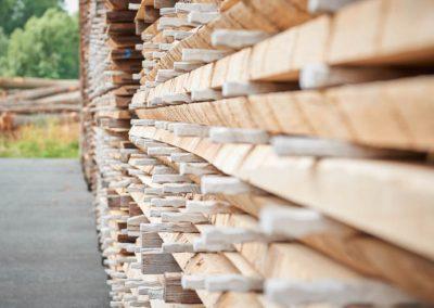 Lagerung von Holzbrettern