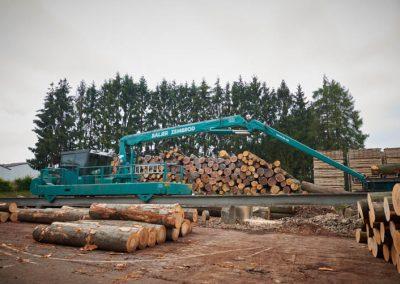 Hub-Fahrzeug zum Transport von Holzstämmen